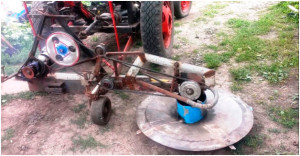 Фото: Полунавесное крепление к мини-трактору
