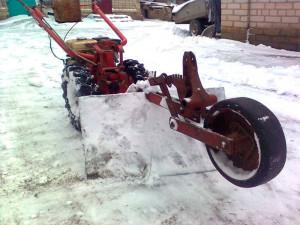 Фото: Уборка снега мотоблоком МФ-70