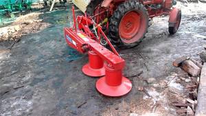 Фото: Крепление роторной косилки к трактору